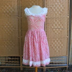 1950s Pink & White Frilly Lace Party Dress